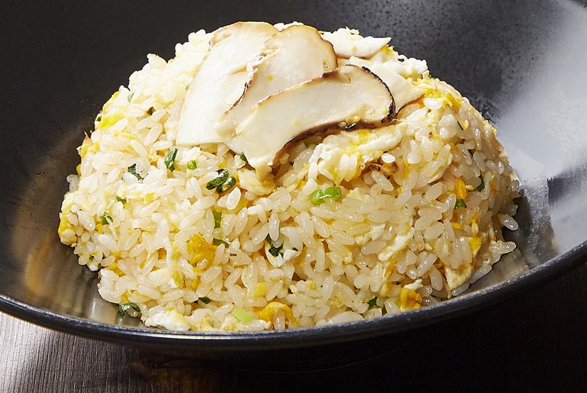 季節のおすすめメニュー「松茸入りチャーハン」が9月1日より販売開始いたします。